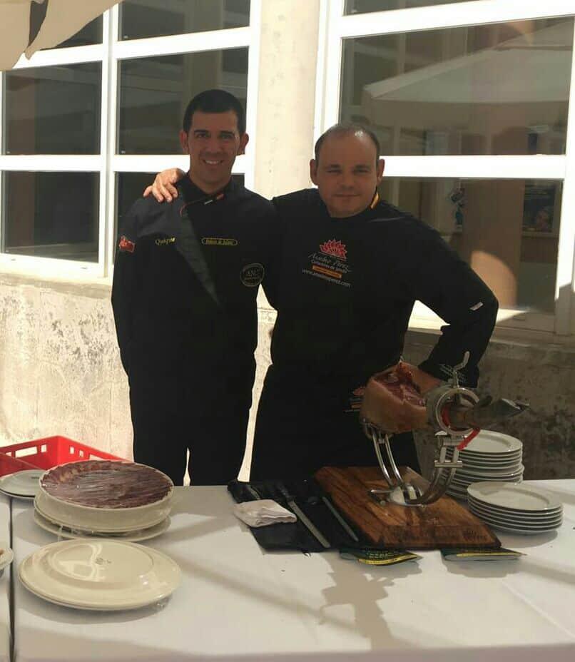 Los maestros cortadores fueron Manuel Enrique Piris Piris, y el afamado Anselmo Pérez.